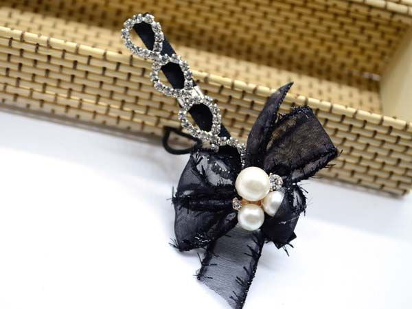 http://www.conmigolondon.co.uk/ekmps/shops/conmigo/images/1.-al0075-eye-catching-black-bow-with-pearls-and-colourful-sequin-hair-slids-2-pieces-%5B5%5D-15558-p.jpg