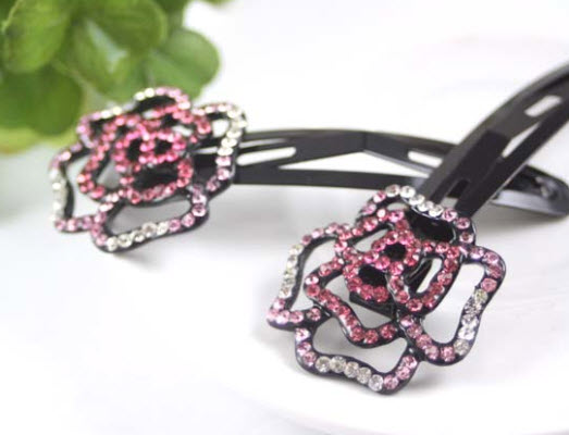http://www.conmigolondon.co.uk/ekmps/shops/conmigo/images/acl1-eye-catching-pink-and-silver-sequin-hair-slids-2-pieces-8503-p.jpg