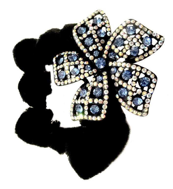 http://www.conmigolondon.co.uk/ekmps/shops/conmigo/images/hso030015-black-scrunchie-decorated-with-a-sparkling-gold-yellow-and-navey-blue-sequin-flower-%5B5%5D-8536-p.jpg